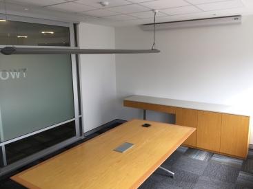 100c-l11-meeting-room-2-img_4651
