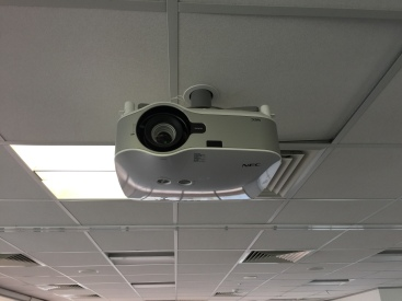 100c-l11-projector-meeting-room-2-img_4657