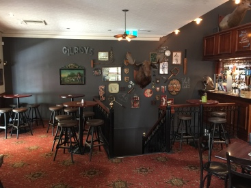 100c-pub-upstairs-feature-wall-img_4708