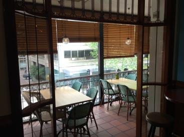 100c-pub-upstairs-verandah-img_4706