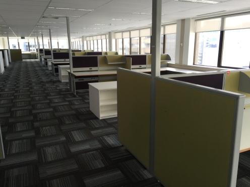 100c-workstations-img_4665